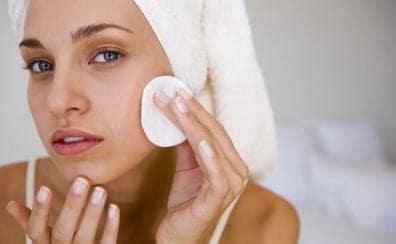 Comment avoir une peau parfaite : démaquiller