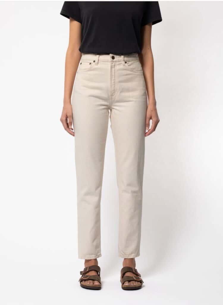 Marque jean éthique Nudie Jeans, jean droit blanc cassé vu de face