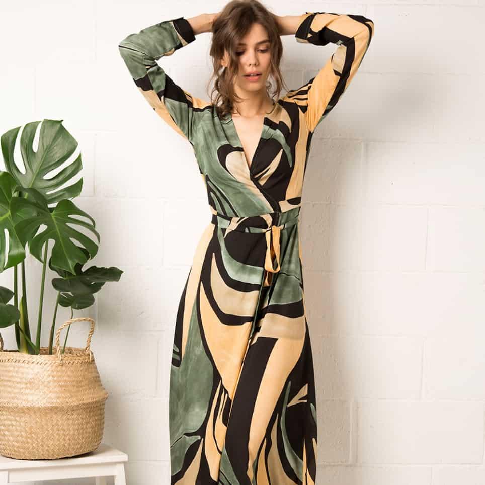comment porter la robe portefeuille motifs graphiques