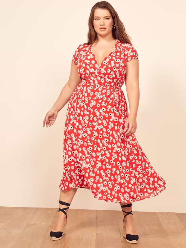 comment porter la robe portefeuille reformation grande taille